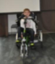 Maël et son tricycle électrique évolutif