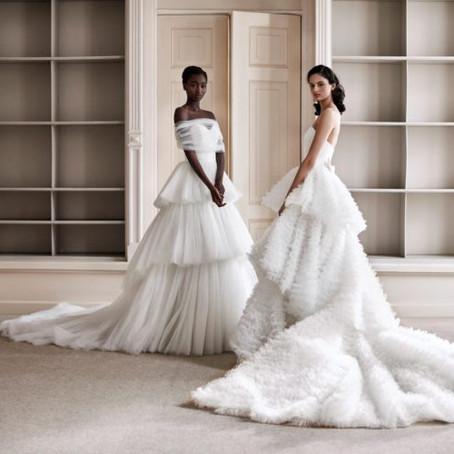 Vestido de noiva com laço protagonizou a nova coleção Viktor e Rolf