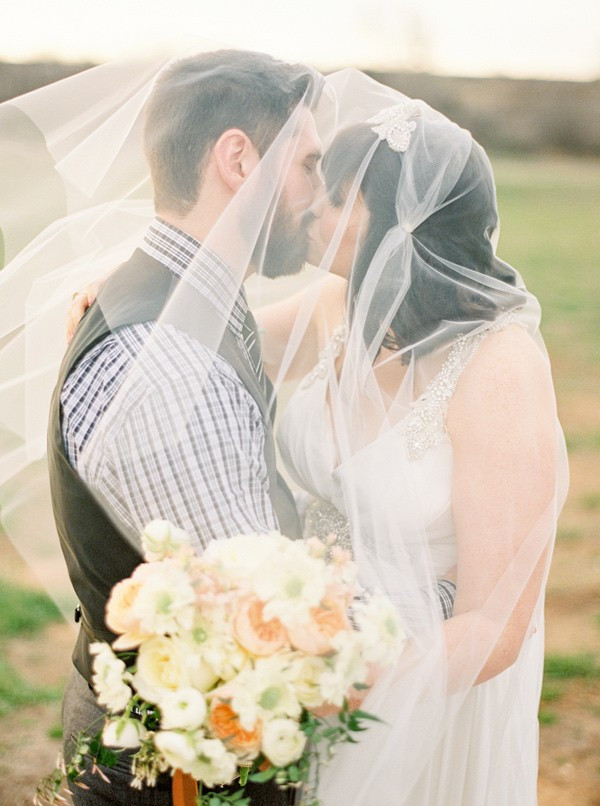 charming-eclectic-wedding-in-texas-33-600x806