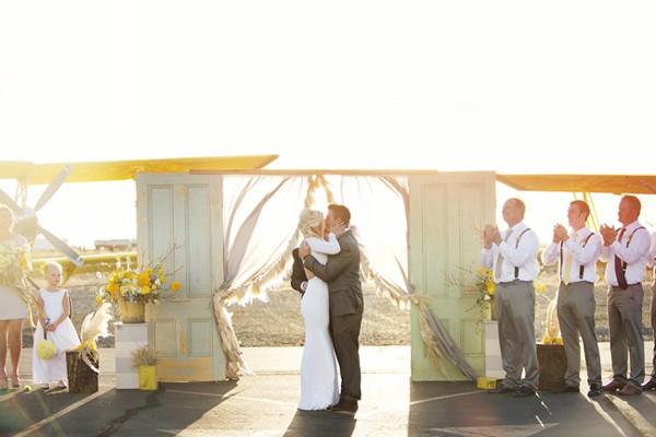 stormy-day-plane-hangar-wedding-46-600x400