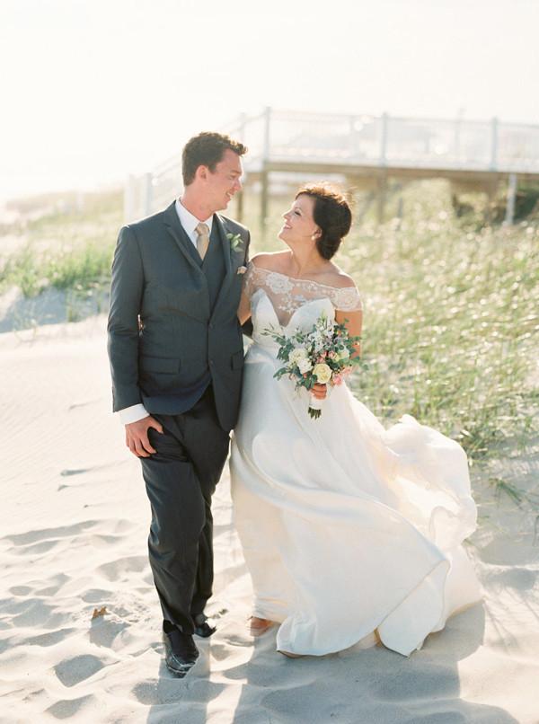 Ruffled - photo by http://www.sawyerbaird.com/ - http://ruffledblog.com/romantic-north-carolina-beach-wedding
