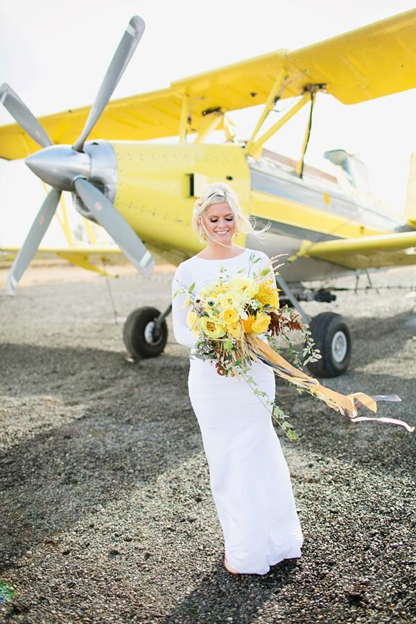 stormy-day-plane-hangar-wedding-14-600x900