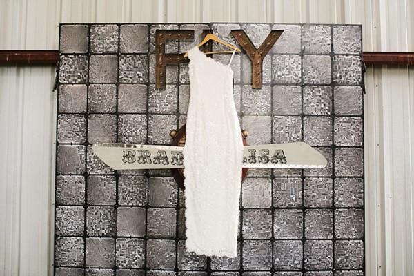 stormy-day-plane-hangar-wedding-02-600x400