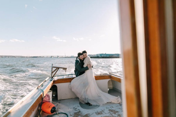 Nautical-Maine-Wedding-Inspiration-at-Bangs-Island-Mussels-Barge-27-600x400