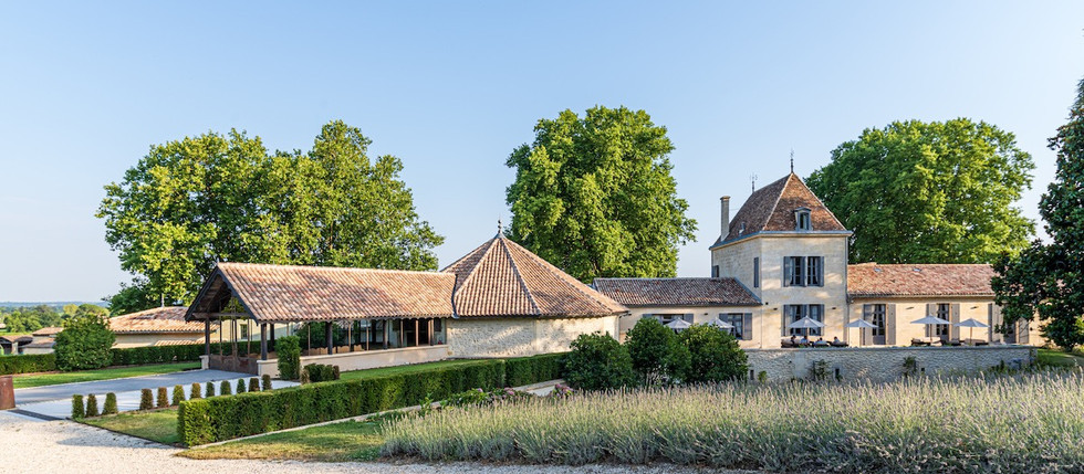 holiday rental in Bordeaux vineyards with pool