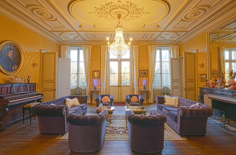 chateau to rent with pool in France