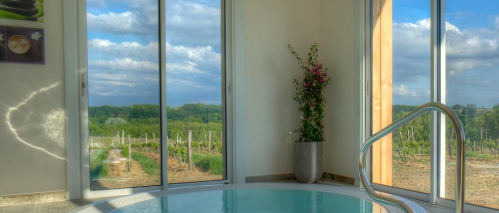 south of France wedding venue with pool & accommodation