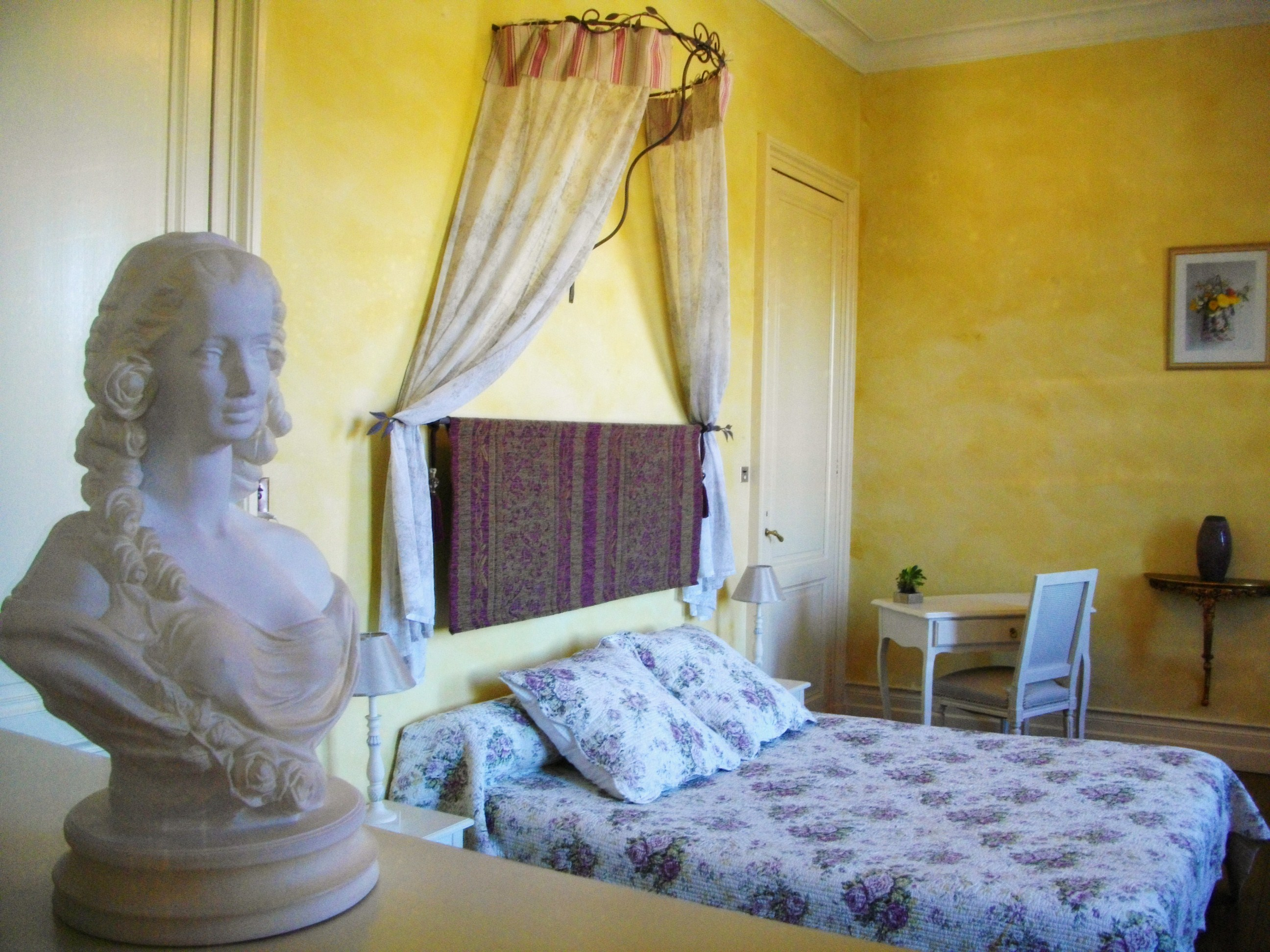 Bordeaux vineyards wine tasting tour + holiday rental in chateau with pool & SPA