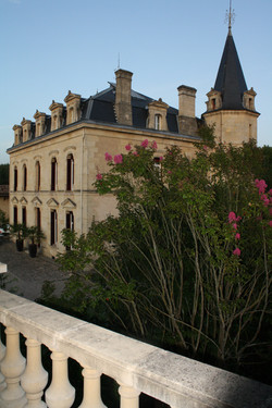 Big holiday rental in South west France in chateau with pool