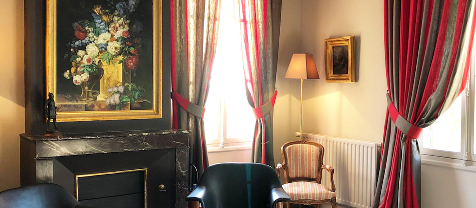 chateau to rent for holidays in France with rooms