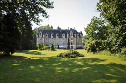 elegant & romantic Loire Valley chateau wedding venue with accommodation