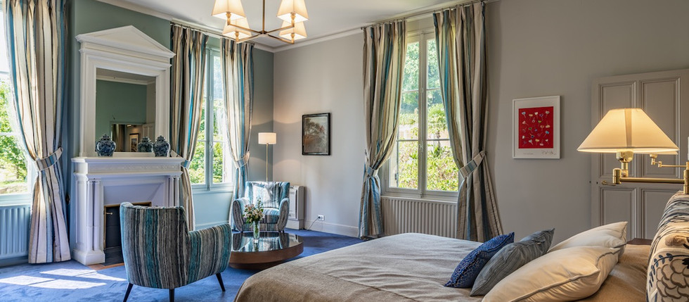Bordeaux vineyards holiday rental in France, with rooms in chateau to rent