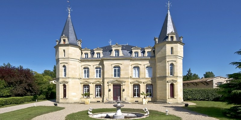 French chateau to hire for Holiday rental with pool and bedrooms - South west France