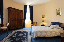 French chateau to rent for summer holiday with accommodation in France