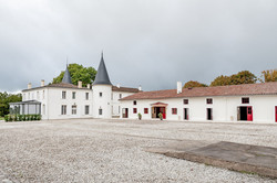 Family rental in villa with vineyards & pool in south west France