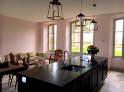 Chateau villa to rent near Bordeaux for events & weddings with pool & bedrooms