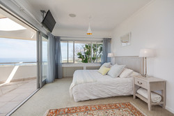 Holiday villa with sea view in Knysn