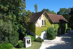 luxury wedding villa to rent with private pool & private wedding venue in Dordogne