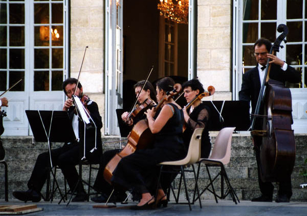 wedding venue in Dordogne chateau with accommodation