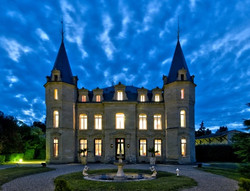 castle to rent for wedding venues & holidays around vineyards in Bordeaux with pool and spa