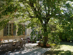 French villa to rent with wedding venue , accommodation & pool close to bordeaux