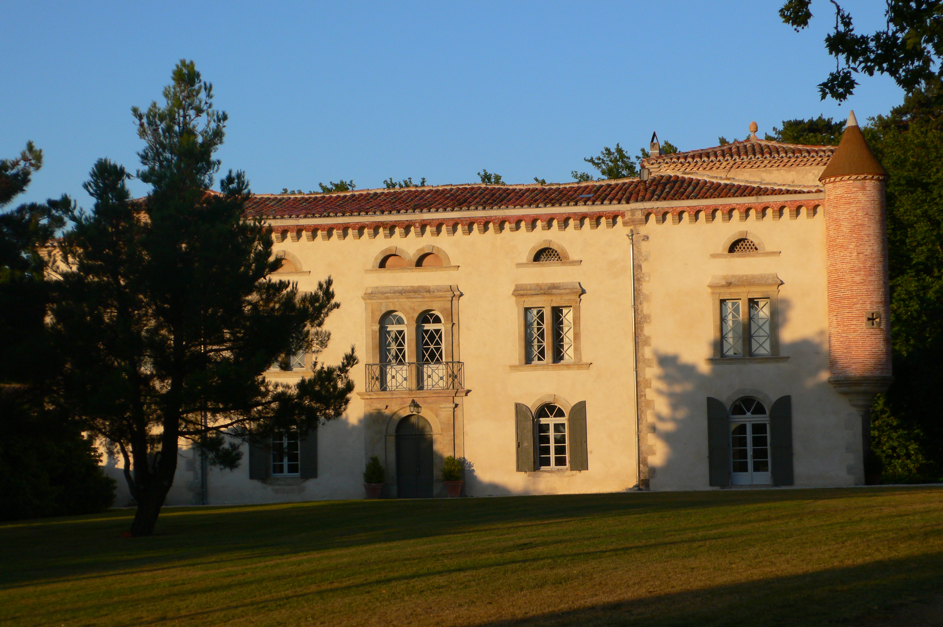 Beautiful French chateau to hire in south of France for holidays