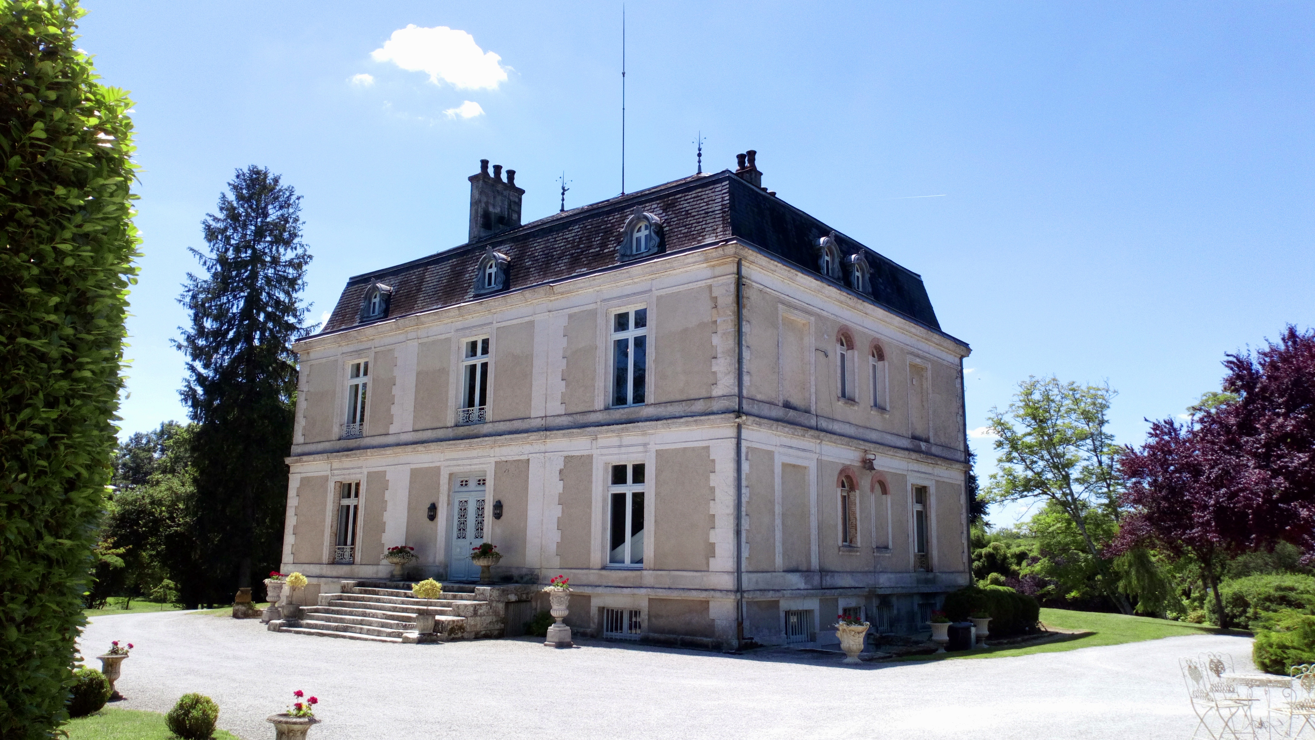 private house for holiday rentals in south west of France