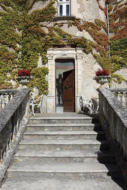 French Chateau to rent for Birthday party in Dordogne