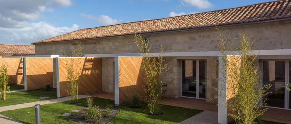 Dordogne wedding venue with accommodation & pool