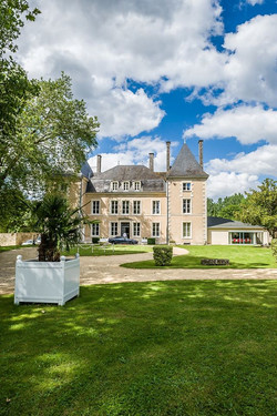 elegant castle to hire in West France ,near Loire Valley for Wedding venue