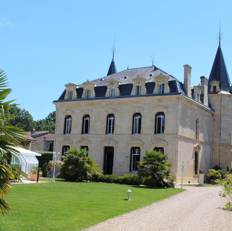 Chateau rentals near Bordeaux