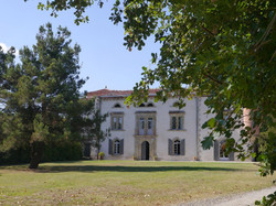romantic & private Wedding castle to rent with pool & accommodation in south of France