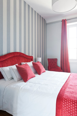 Rent an elegant chateau near Bordeaux with vineyards