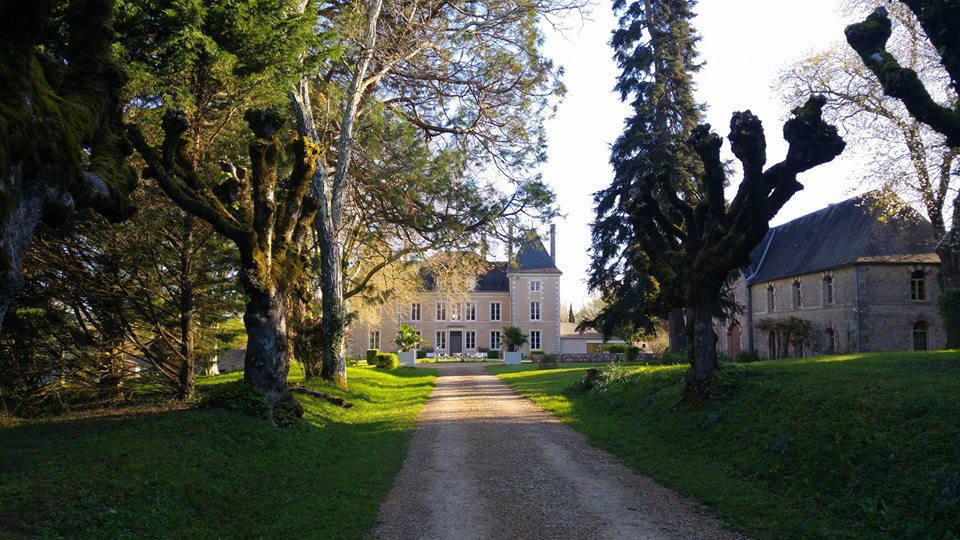 chateau to rent with pool & accommodation around bordeaux