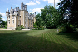 CHATEAU IN fRANCE TO RENT FOR ROMANTIC WEDDING VENUE