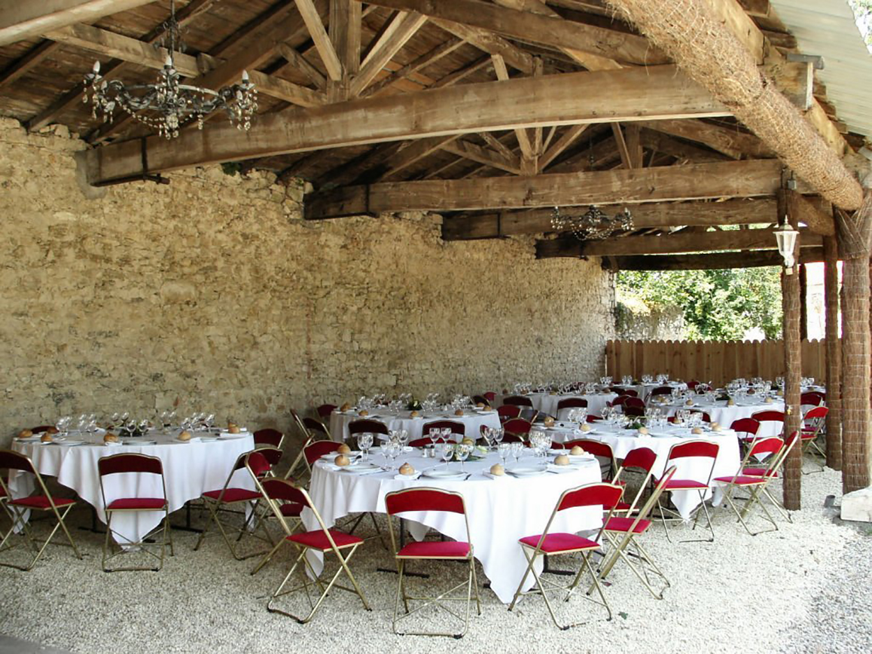 Chateau to rent in Bordeaux for wedding venues or villa rental & week-end getaway with Winetours , P