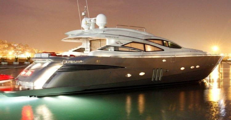 Boat charter in Ibiza for holidays with crew