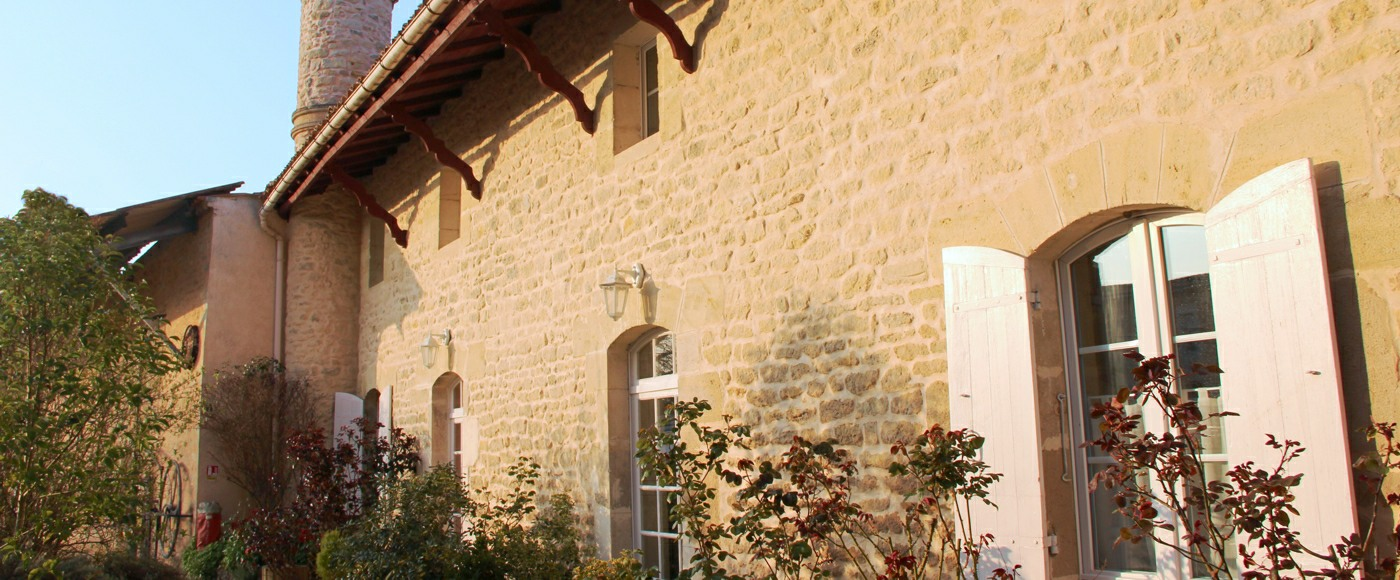 weekend getaway or villa rental in romantic french chateau in Bordeaux , france with pool & SPA