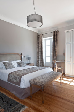 villa to rent in a beautiful chateau in France with pool