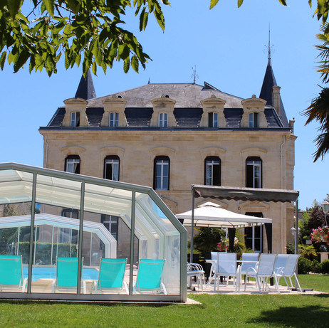 Chateau to rent in Dordogne with pool