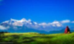 Mn-meditate-alone-facing-Annapurna-Himal