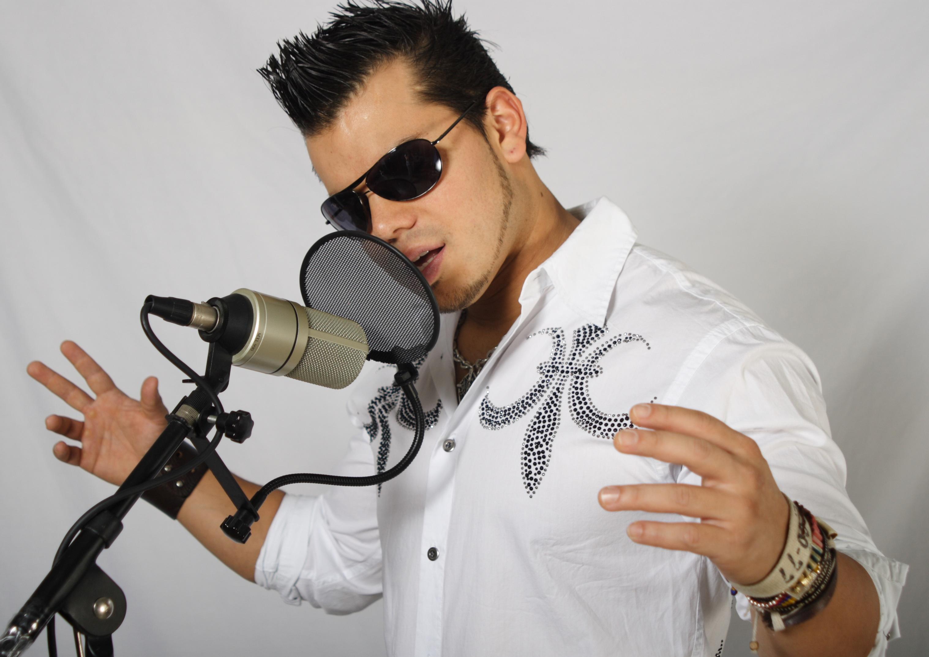 Cover Singer