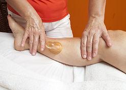 Massage des mollets aux ventouses