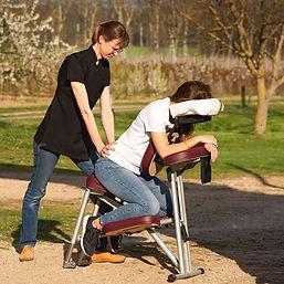 massage assis sur chaise ergonomique.jpg
