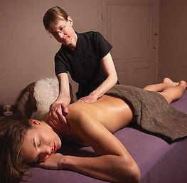 massage-a-lhuile-sur-table.jpg