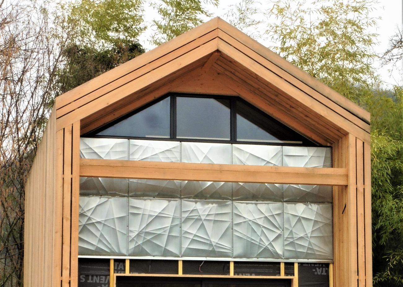 Motif original pour facade zinc