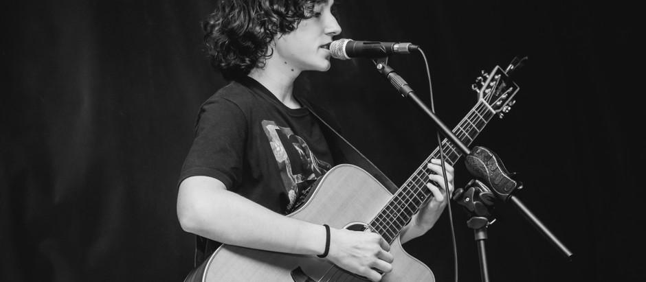 Felipe Macedo faz show de pré-lançamento da música Pássaro