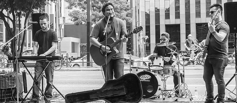 Maçã de Cesto faz show na Avenida Paulista