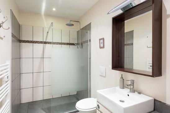 Ensuite bathroom to Master bedroom 2