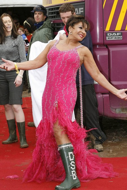 festival fashion glastonbury style throwback dame shirley bassey